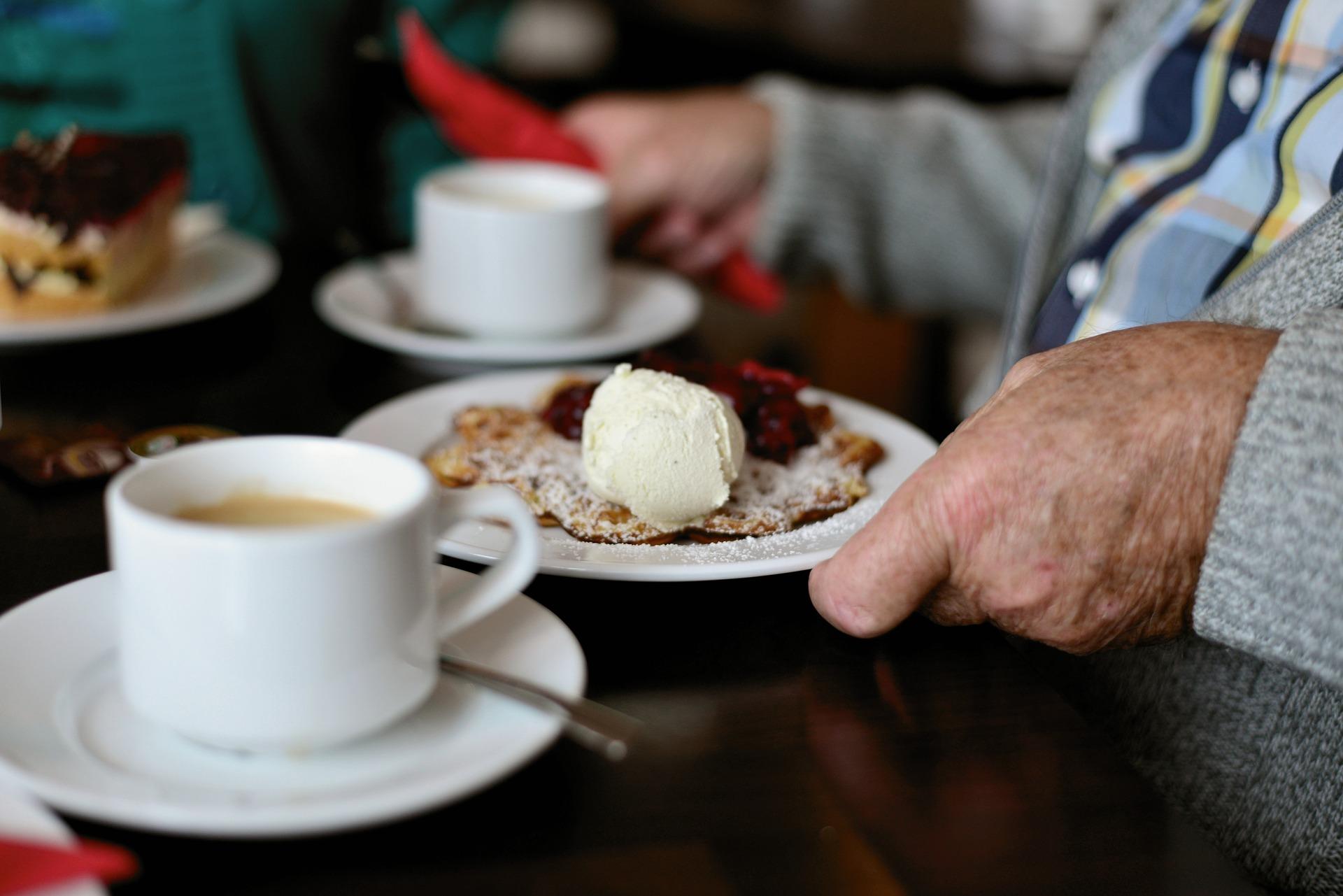 Cafe-Rueckblick_Eis-essen